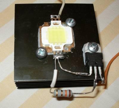 10 Вт светодиод на радиаторе с драйвером на LM 317
